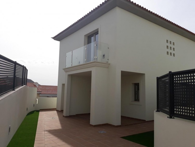 3 Bed  Villa/House for Sale, Chayofa, Santa Cruz de Tenerife, Tenerife - IN-209 12
