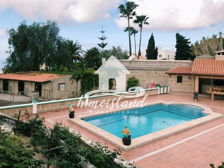 5 Bed  Villa/House for Sale, Arona, Santa Cruz de Tenerife, Tenerife - IN-107 1