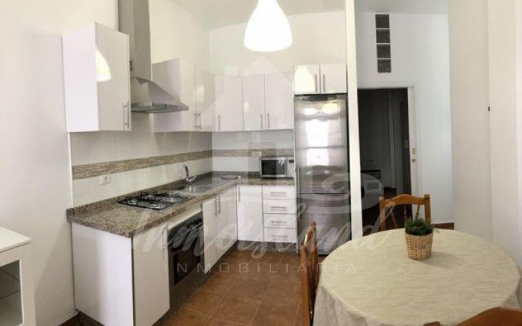 2 Bed  Flat / Apartment to Rent, Arona, Santa Cruz de Tenerife, Tenerife - IN-235 3