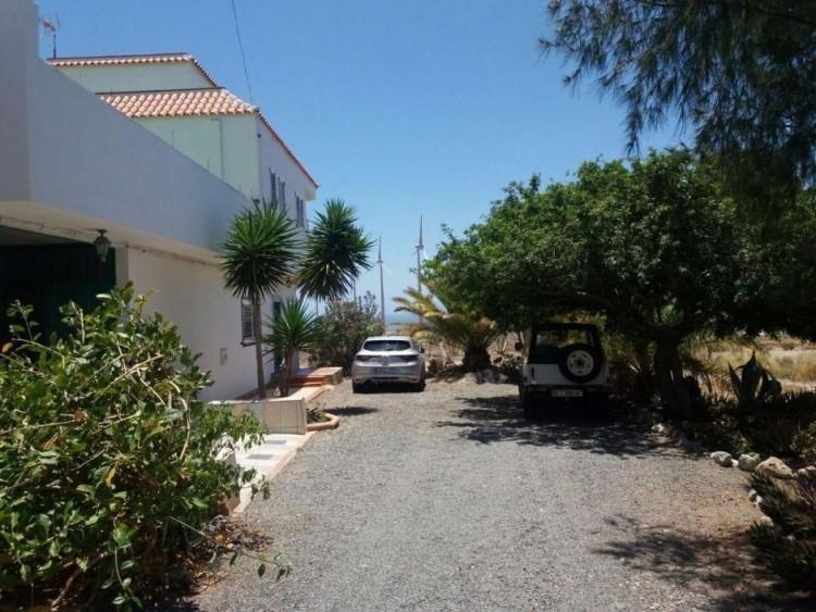3 Bed  Villa/House for Sale, Las Palmas, San Bartolomé Interior, Gran Canaria - DI-10916 3