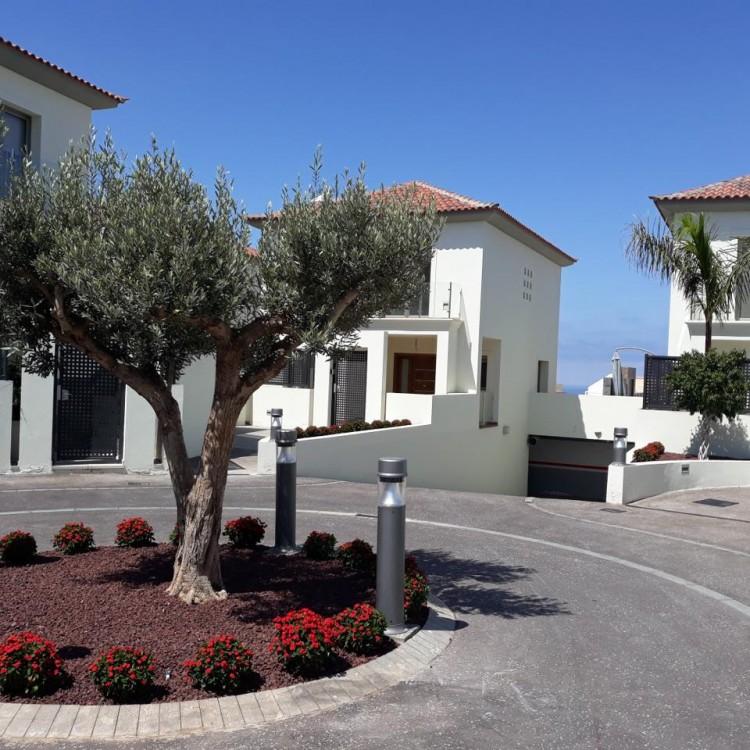 3 Bed  Villa/House for Sale, Chayofa, Santa Cruz de Tenerife, Tenerife - IN-210 1