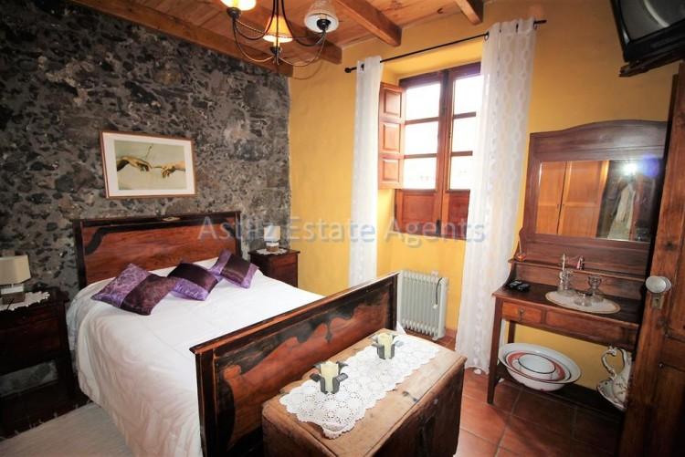 4 Bed  Villa/House for Sale, Chirche, Guia De Isora, Tenerife - AZ-1281 2