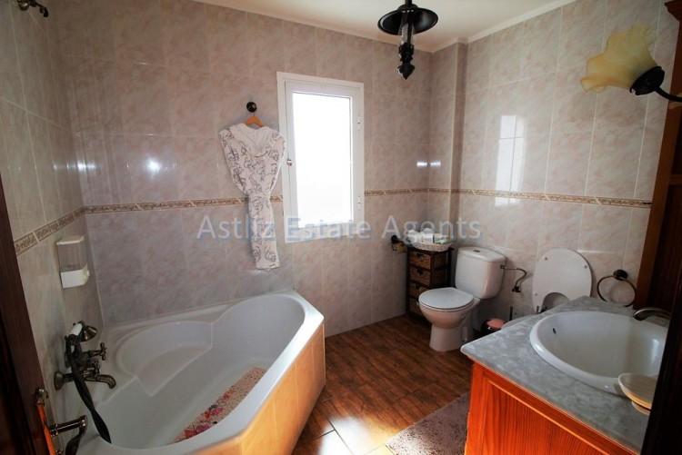 1 Bed  Flat / Apartment for Sale, Guia De Isora, Tenerife - AZ-1282 3